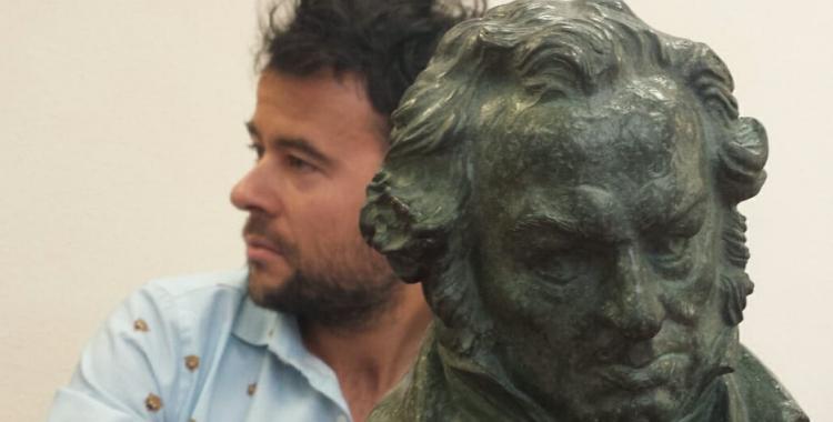 Lluís Rivera, amb el premi | Pau Duran