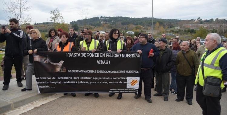 Els veïns en una mobilització per demanar més seguretat al voltant de les instal·lacions | Roger Benet