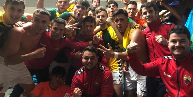 Els futbolistes del Mercantil, celebrant la victòria | @CEMercantil