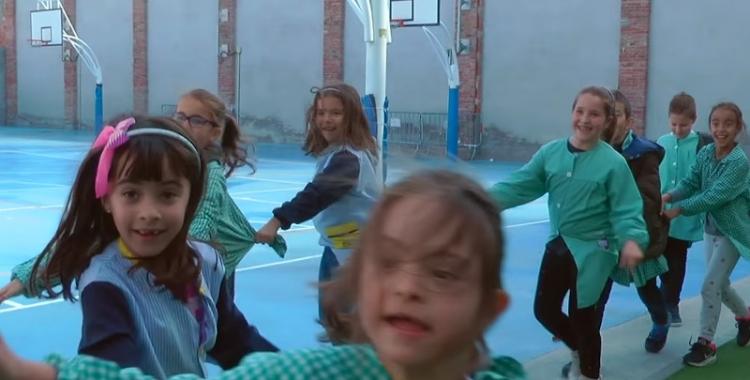 Captura del vídeo 'Singulars com tothom' d'Andi