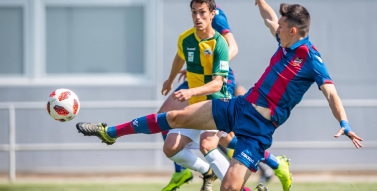 Josu, en una acció del darrer partit | Levante UD