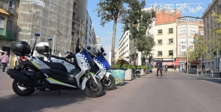 Dues unitats de la Policia Municipal al Passeig | Roger Benet