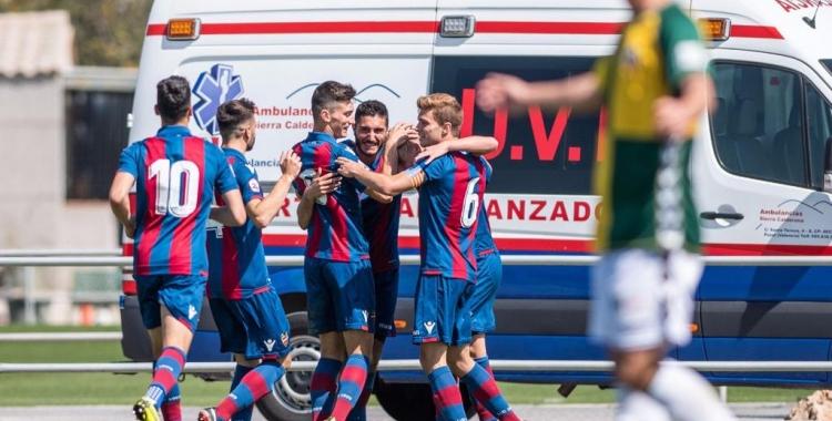 Els jugadors del filial granota celebren un dels tres gols | Levante UD