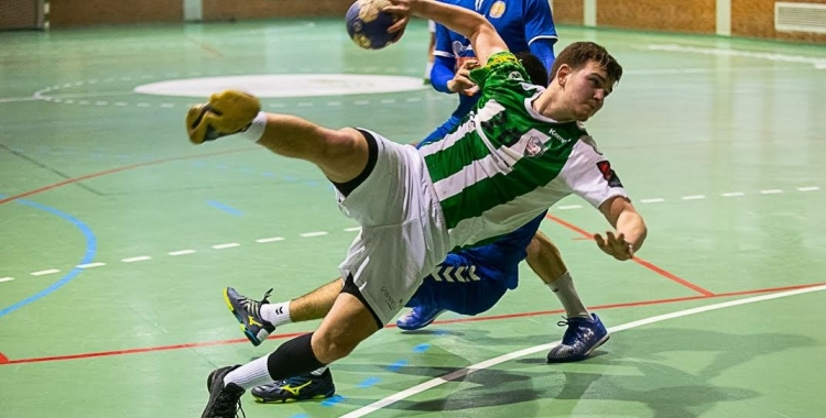 Els gols de Guillem Correro no van ser suficients per evitar la primera derrota de la segona volta.   Èric Altimis - OAR Gràcia