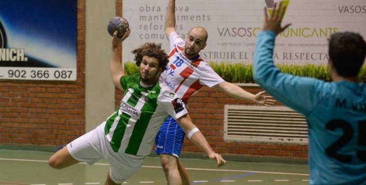 Els gols de Marçal Pujadas no van poder evitar la derrota en el duel de la primera volta. | Èric Altimis - OAR Gràcia
