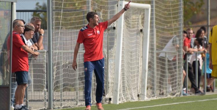 L'entrenador blaugrana ha aconseguit consolidar l'equip a la zona mitjana de la classificació.   Roger Benet