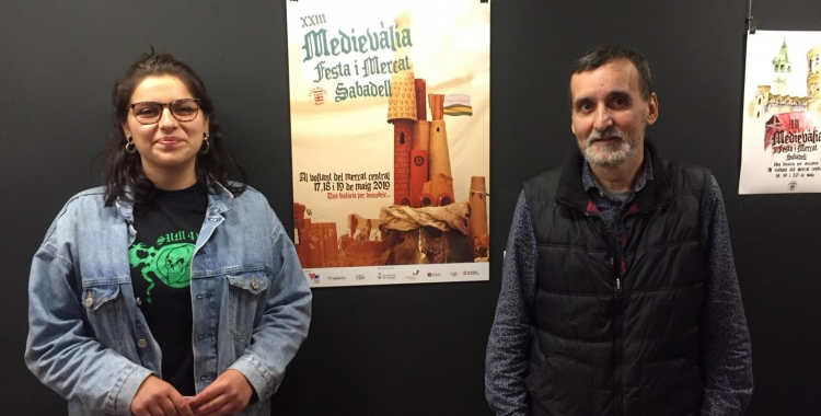 BelénPereai Miquel Gumí davant del cartell | Ràdio Sabadell