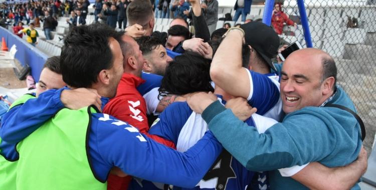 Bogeria col·lectiva després del gol d'Arturo | Críspulo Díaz