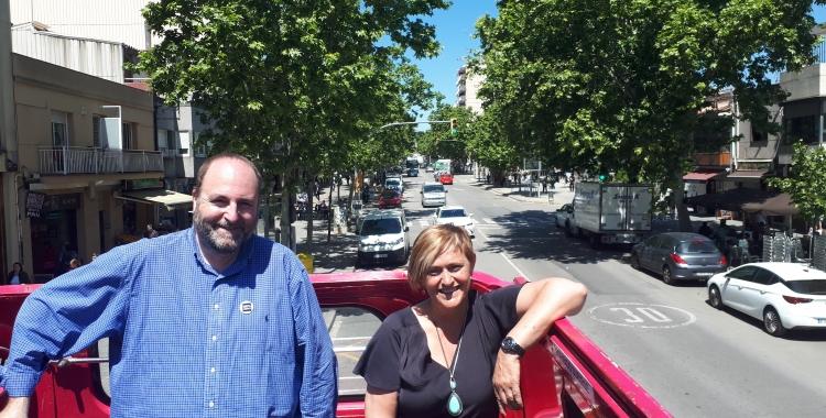 Marisol Martínez i Miquel Soler (número 2) a l'autobús de campanya de la formació/ Ràdio Sabadell