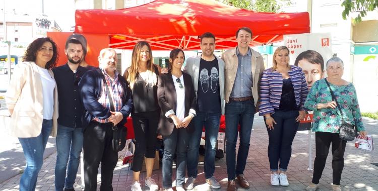 Farrés i López amb altres integrants del PSC a la carpa de Via Alexandra/ Ràdio Sabadell