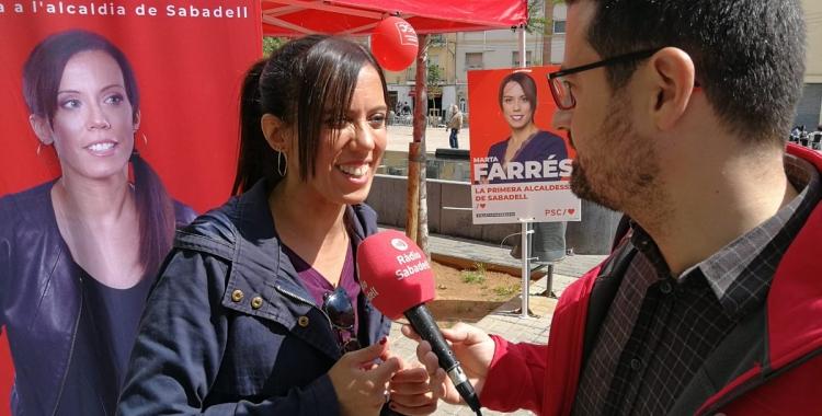 L'alcaldable, Marta Farrés, ha fet campanya a la plaça del Pi, a Ca n'Oriac   PSC Sabadell
