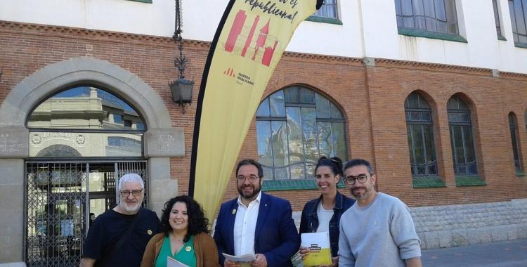 L'alcaldable republicà, Juli Fernàndez, amb altres membres de la candidatura | Marc Serrano i Òssul