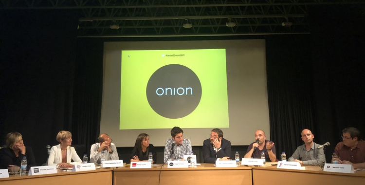 El debat l'ha conduït el periodista Roger Escapa, format a Ràdio Sabadell   Xarxa Onion
