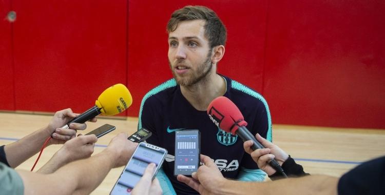 Gómez, atenent els mitjans a la prèvia de la F4 | @FCBHandbol