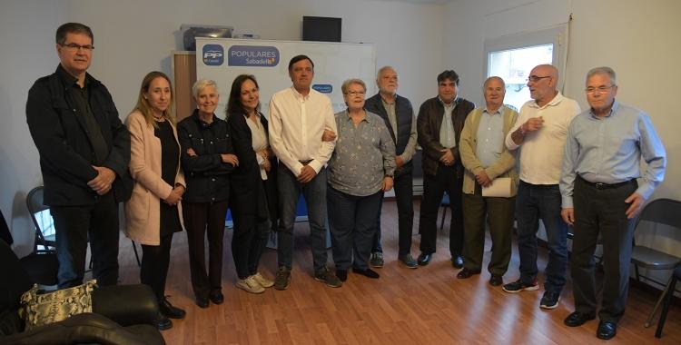 Gesa, al centre, rodejat de militants i simpatitzants   Roger Benet