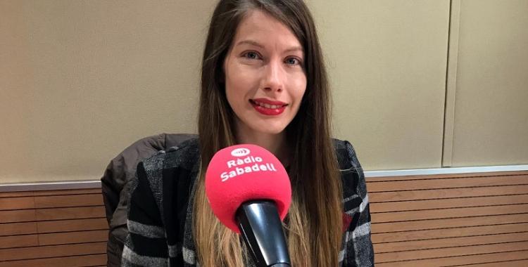 Patricia Muñoz als estudis de l'emissora municipal