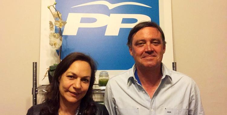Cuca Santos i Esteban Gesa aquesta nit a la seu del PP al carrer Àngel Guimerà | Aleix Graell