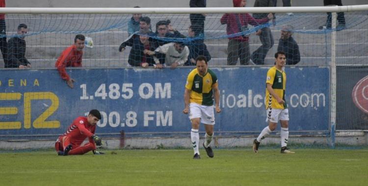 Migue es lamenta després de l'errada del segon gol de l'Alcoyano | Roger Benet