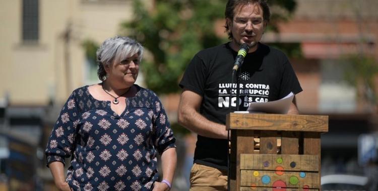 Nani Valero i Albert Boada durant l'acte celebrat a la plaça del Pi | Roger Benet