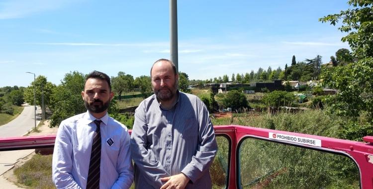 Carles Lorente i Miquel Soler als barracons de Can Llong | Helena Molist