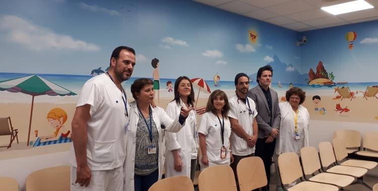 Els responsables d'Una Onada de Petits Somriures, davant del nou vinil/ Karen Madrid