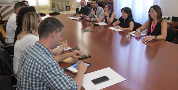 El nou govern de Sabadell, en la seva primera reunió ahir dilluns | Roger Benet