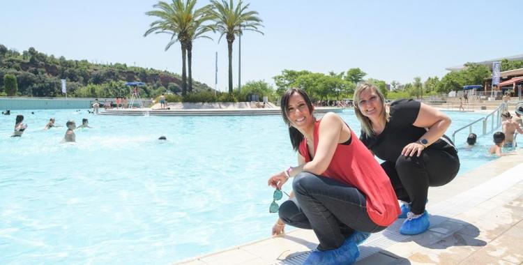 L'alcaldessa Marta Farrés i la regidora d'Esports Laura Reyes a La Bassa   Roger Benet