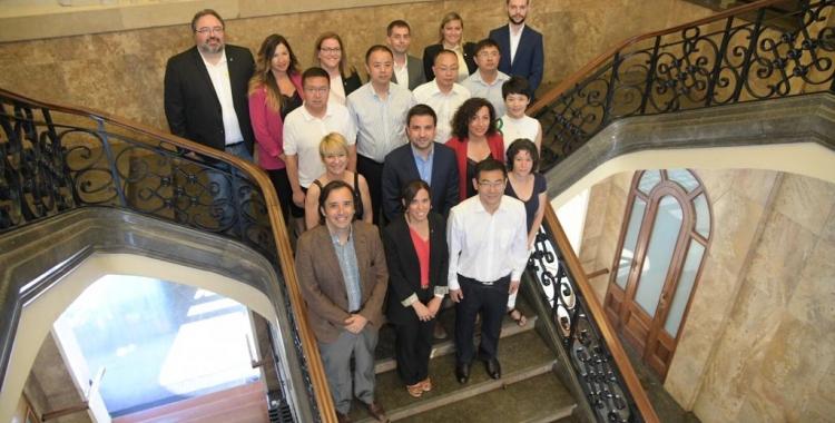 Foto de família a les escales de l'Ajuntament | Roger Benet
