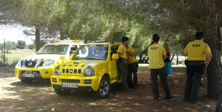 El vehicle (al mig de la foto) l'ha cedit la Diputació i s'ha adequat gràcies al Consell Comarcal | Marc Serrano i Òssul