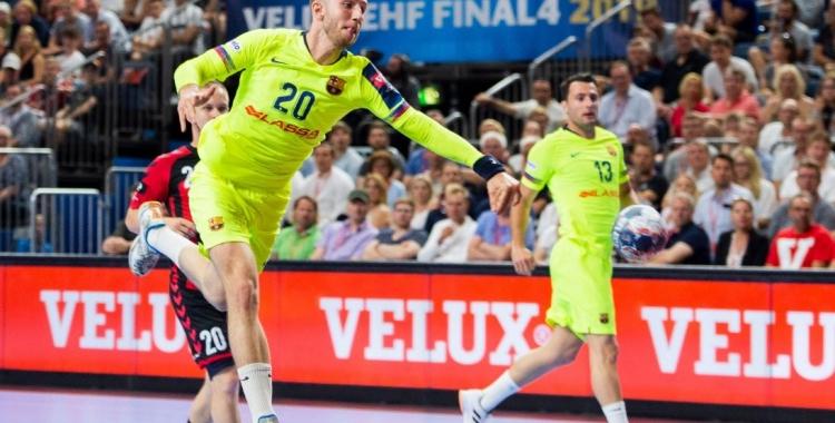 Aleix Gómez va marcar nou gols a la semifinal contra el Vardar.   @FCBhandbol