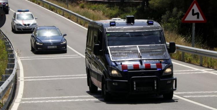 Comitiva policial que trasllada Carme Forcadell | ACN