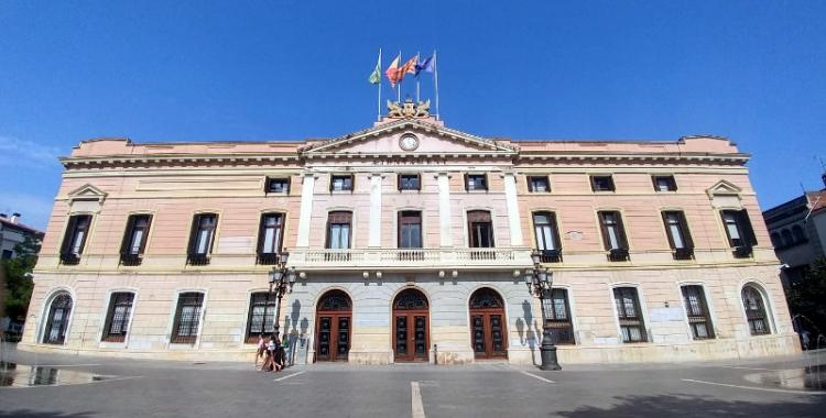 Desapareix la pancarta en suport als presos de l'Ajuntament | Pere Gallifa