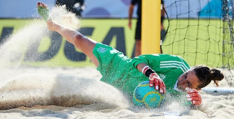 Mariajo Pons va ser titular en els tres partits de la selecció espanyola.   @SeFutbolFem