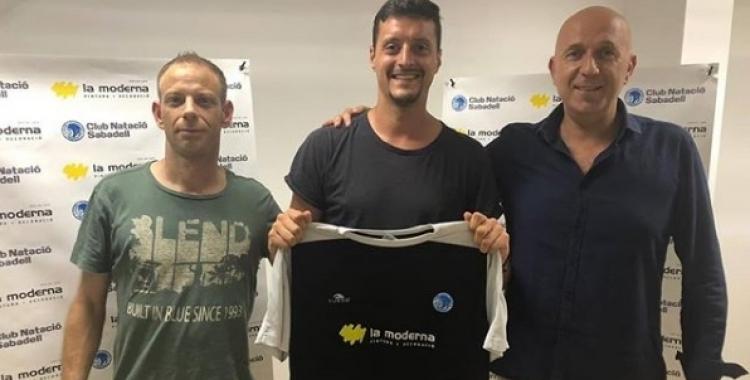 Casabon, Vallverdú i el president de la secció, Àlex Porras | @cnsfutbolsala