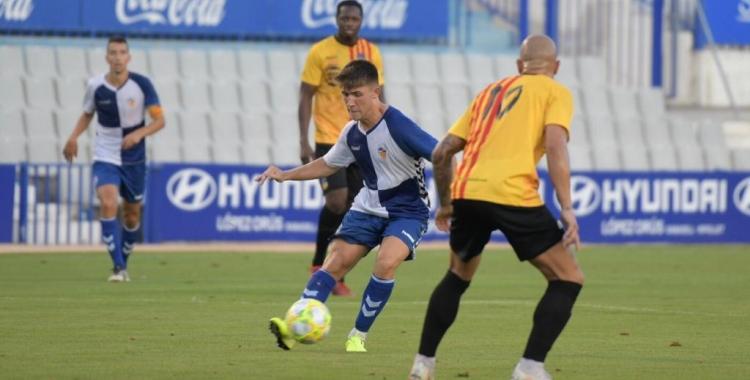 Aarón Rey en una acció de l'últim partit contra el Sant Andreu | Roger Benet