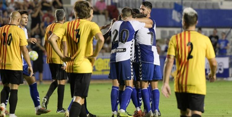 Alegria arlequinada després del gol anotat per Xavi Boniquet | Roger Benet