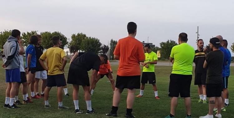 La plantilla del Grups Arrahona ha tornat als entrenaments, però durant la primera setmana, haurà de fer-ho fora del pavelló.   Twitter
