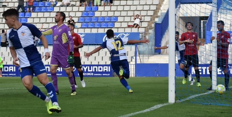 Óscar Rubio celebrant diumenge el seu gol contra La Nucía | Críspulo Díaz