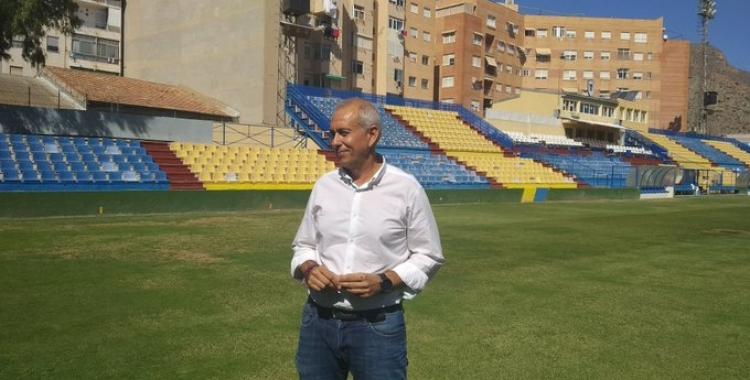 El regidor d'Esports, Víctor Bernabéu, visitant Los Arcos | Ajuntament d'Oriola
