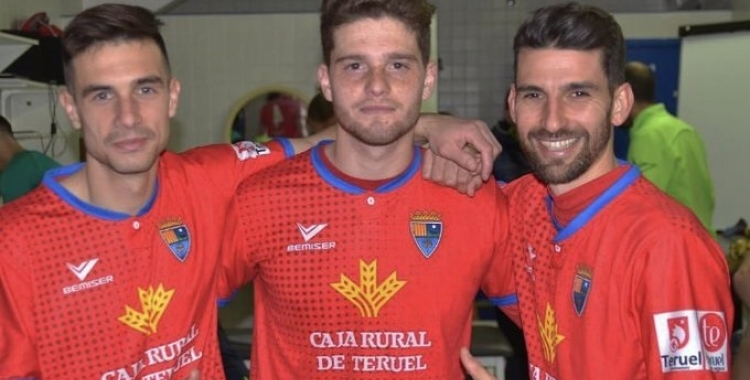 Leira, amb la samarreta del Teruel, al mig entre els també gallecs Aitor Aspas -cosí de Iago Aspas- i l'exarlequinat Diego Peláez (dreta)   Twitter