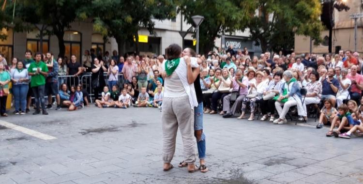La Marta i la Gislena, mare i filla, guanyadores del Ball de la bola | Núria García