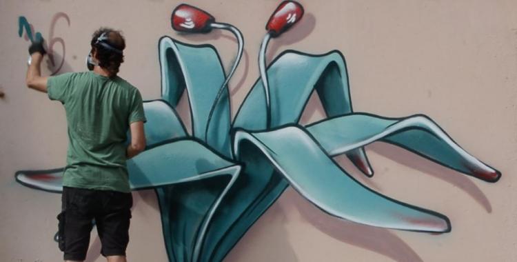 Werens dibuixant a la paret de Ràdio Sabadell | Roger Benet