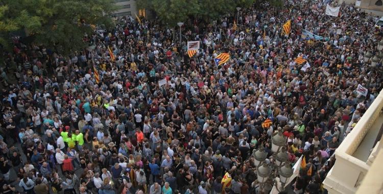 4.000 persones rebutgen, a la plaça de Sant Roc, l'operatiu de la Guàrdia Civil contra els CDR   Roger Benet