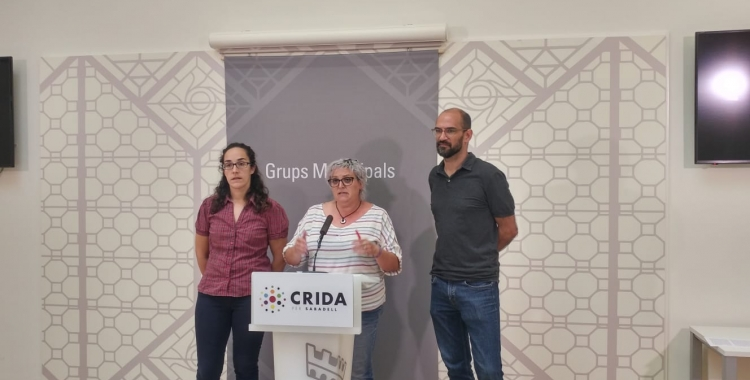 Els tres regidors de la Crida, durant la roda de premsa d'avui | Ràdio Sabadell