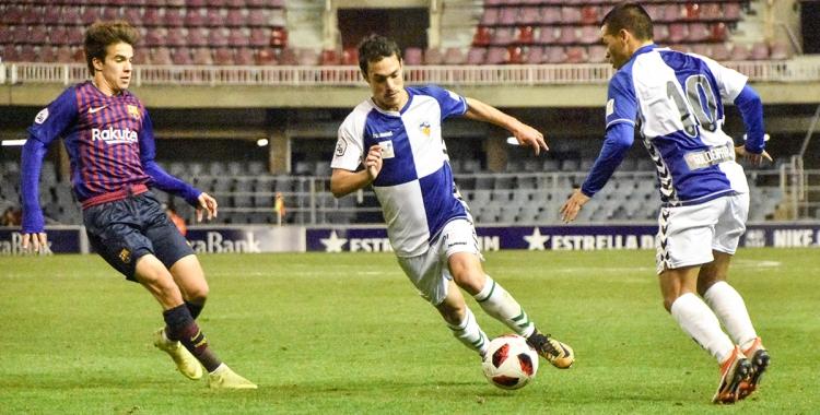 Josu Ozkoidi amb la pilota en el partit de la temporada passada   Críspulo Díaz