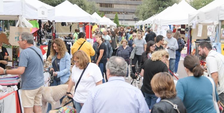 Les entitats han ocupat de punta a punta el passeig de la Plaça Major | Roger Benet