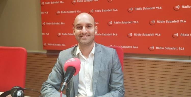 Adrián Hernández als estudis de Ràdio Sabadell | Núria Garcia