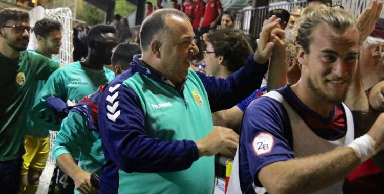 Oriol Alsina agraeix el suport de l'afició llagosterenca després de derrotar l'Hércules   UE Llagostera