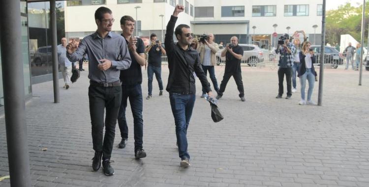 Els encausats entrant als Jutjats de Sabadell   Roger Benet