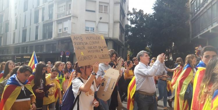 Els manifestants pujant per l'eix central de la ciutat | Núria García